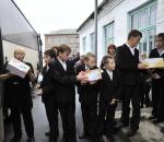 Фрунзенцы поздравили воспитанников подшефной Правдинской школы-интерната с окончанием учебного года