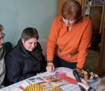 Работники Сумского НПО им. М.В. Фрунзе навещают коллег-пенсионеров по случаю Дня человека пожилого возраста